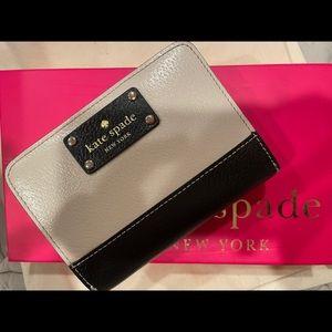 100% Kate Spade Multicolor Wallet w/ 5 Card Slot